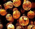 Zestaw bombki świąteczne lub kulek o różnych dekoracji