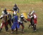Żołnierzy walczących na miecze i tarcze