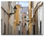 Village Street w Menorca, Hiszpania