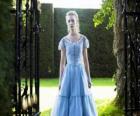 Alicja (Mia Wasikowska) młody 19 lat życia, wprowadzając wiktoriańska rezydencja, gdzie mieszkał w dzieciństwie