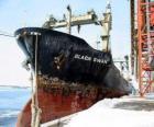 Wielki statek towarów wiązanej w porcie