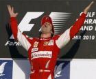 Fernando Alonso świętuje swoje zwycięstwo w Grand Prix Bahrajnu (2010)