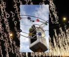 podmiot wprowadzający ozdobne oświetlenie świąteczne