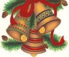 Zestaw trzech dzwonów zdobione dekoracje świąteczne