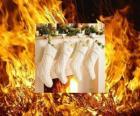 Ogień świeci na Wigilię skarpetki wiszące