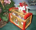 Skrzynia zdobiona motywy bożonarodzeniowe