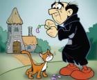 Zły czarnoksiężnik Gargamel i jego kot Azrael, wrogów smerfów