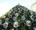 Choinka z 5000 butelek pochodzących z odzysku