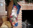 Skarpety świąteczne wisiały na komin