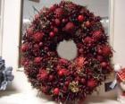 Boże Narodzenie korony z czerwonymi owocami