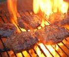 Grill przygotowany hamburgery