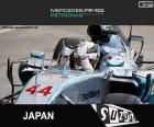 Lewis Hamilton świętuje swoje zwycięstwo w Grand Prix Japonii 2015