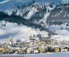 Piękny krajobraz pokryte śniegiem wioska zima