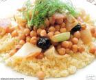 Kuskus jest danie Berberów z semoliny pszenicy, w tym przypadku serwowane z ciecierzycy i warzywa