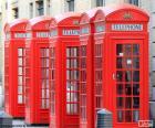 Typowa czerwona budka telefoniczna Londynu