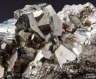 Piryt to minerał, złożony z siarczek żelaza (Fe2S), jest 53,48% siarki i 46,52% żelaza