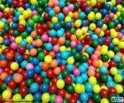 Basen z kolorowych kulek