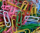 Spinacz powłoką z tworzywa sztucznego kolorów. Używane do przechowywania arkuszy papieru ze sobą