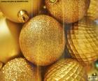 Złote kulki na święta
