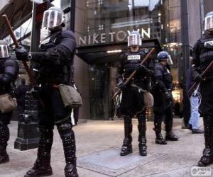Układanka Riot policji