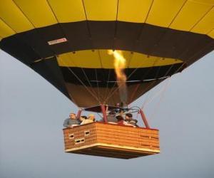 Układanka Rodzina lecący balonem