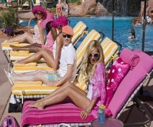 Układanka Ryan Evans (Lucas Grabeel), Sharpay Evans (Ashley Tisdale) w basenie
