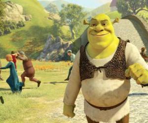 Układanka Shrek spaceru po mieście i prowadzi ludzi