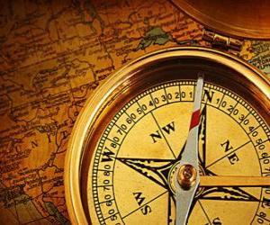Układanka Się mapą i kompasem kilka niezbędnych akcesoriów dla odkrywców i poszukiwaczy przygód