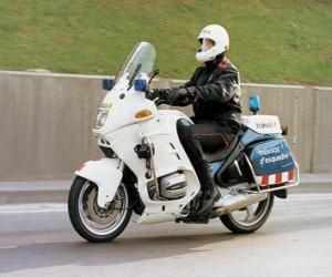 Układanka Silnikowe policjant z jego motocykla
