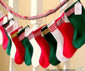Układanka Skarpety świąteczne w różnych kolorach