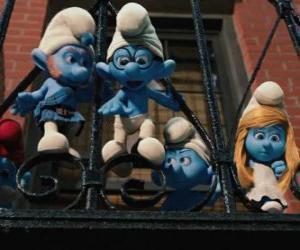 Układanka Smerfy gotowy do skoku z balkonu