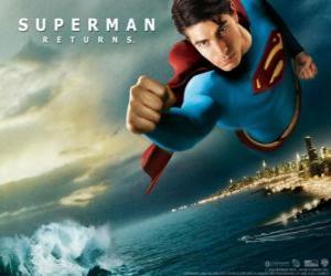 Układanka Superman pływające po niebie, pięściami i jego garnitur z Cape