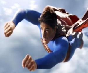Układanka Superman pływające w niebo, z zamkniętymi pięściami i kurtkę koloru