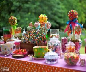 Układanka Tabela pełna smakołyków z okazji urodzin