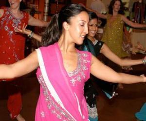 Układanka Tancerka hinduskich w festiwalu świateł Diwali