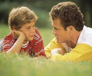 Układanka Tata mówi do syna w parku