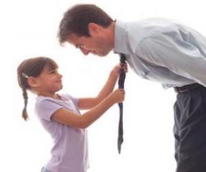 Układanka Tata obserwując jego córki, kiedy węzeł krawata