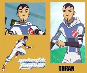 Układanka Thran jest obrony w piłce nożnej Galactic Snow-Kids z numerem 2