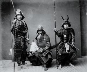 Układanka Trzy autentycznych wojowników, z pancerz, hełm kabuto i uzbrojony