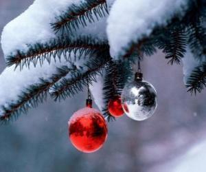 Układanka Trzy kule Christmas wiszący z drzewa