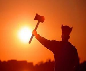 Układanka Viking uzbrojony w siekierę