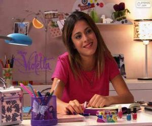 Układanka Violetta przy stole