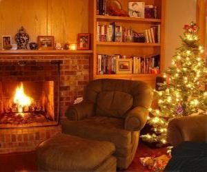 Układanka W salonie z domu w noc Bożego Narodzenia na ogień i drzewo z prezentów