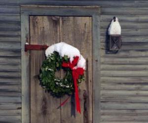 Układanka Wianek Boże Narodzenie wisiał w drzwiach domu