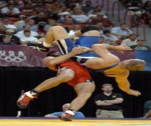 Układanka Wrestling - Dwa zapaśników i sędziego w walce